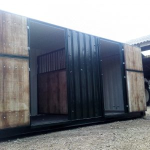 Paardenstalcontainer interieur